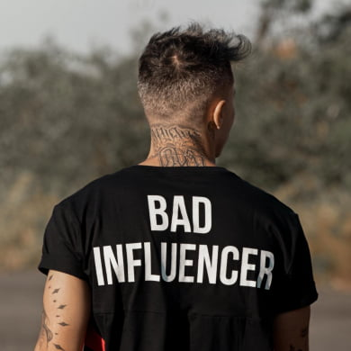 CAMISETA BAD INFLUENCER PRETA
